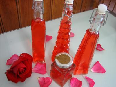 Image : Bouteilles de vinaigre de roses