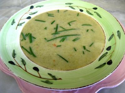 Image : Assiette de velouté d'orties aux légumes