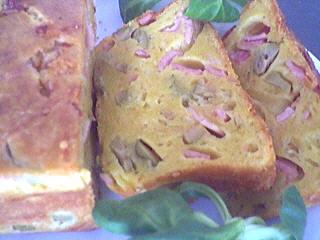 sauce à l'amaretto : Tranches de cake aux olives