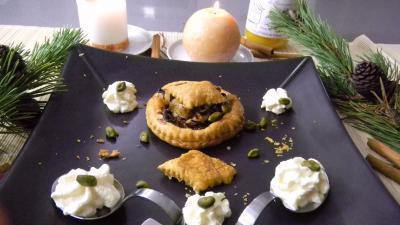 feuilleté : Assiette de feuilletés aux oignons et au miel