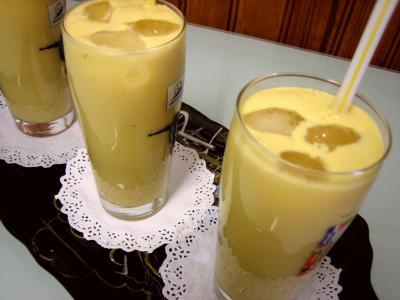 sirop de violette : Verres de cocktail de crème de mangue