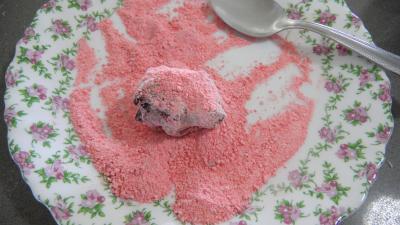 Enrober de pralines roses