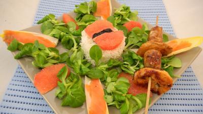 Image : recette Salade de truite fumée et sa brochette de viandes