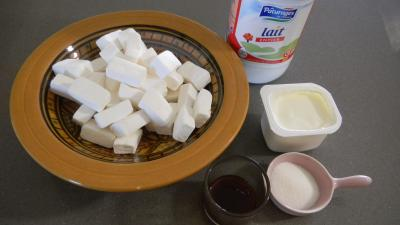 Image : Guimauve, marshmallow ou chamallow - Préparation du yaourt à la guimauve blanche