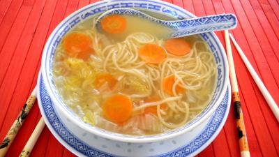 Cuisine diététique : Bol de soupe de chou chinois