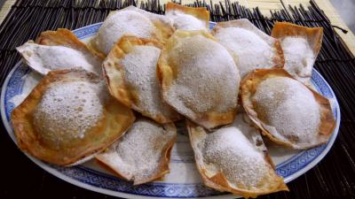 beignets sucrés : Assiette de beignets croustillants à la banane