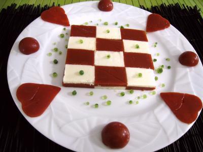 cuisine moléculaire : Assiette d'amuse-bouche moléculaire à la tomate et mozzarella