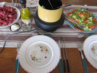 Cuisine bourguignonne : Préparation de la table pour les invités