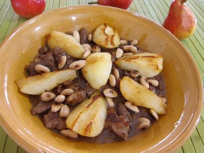 Cuisine orientale : Assiette d'épaule d'agneau aux poires et à la cannelle