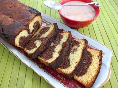 crème anglaise : Tranches de gâteau marbré au chocolat