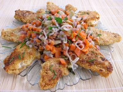 cabillaud : Assiette de cabillaud pané aux cacahuètes et aux légumes