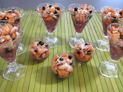 Recettes rapides : Verrines de mûres et melon en salade au sirop de noix de coco