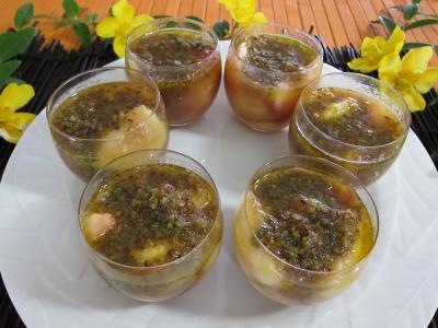 Cuisine réunionnaise : Verrines de pêches, bananes et pistaches au rhum