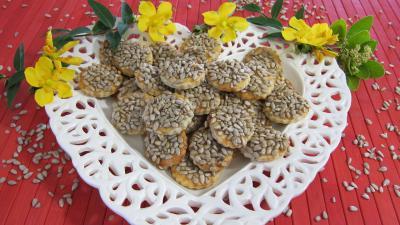 confiture de figues : Assiette de canapés aux graines de tournesol