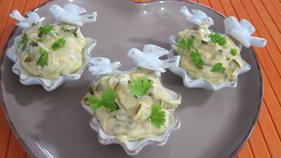 mayonnaise : Ramequins de sauce rémoulade