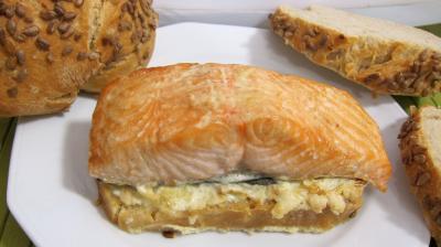 gingembre en poudre : Assiette de bruschetta de saumon