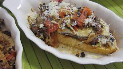plat complet : Cassolette de crostinis d'aubergines et son concassé de boeuf façon italienne